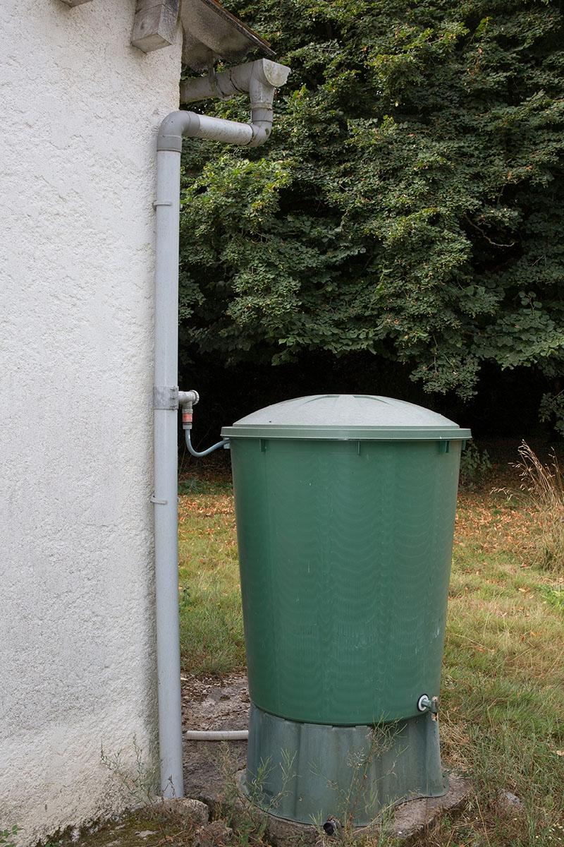 Récupération eau de pluie_Fotolia_88352914