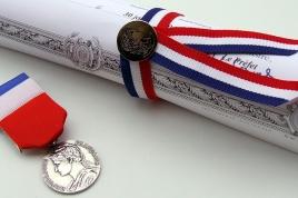 medailles_du_travail_fotolia_3431334_retaille.jpg